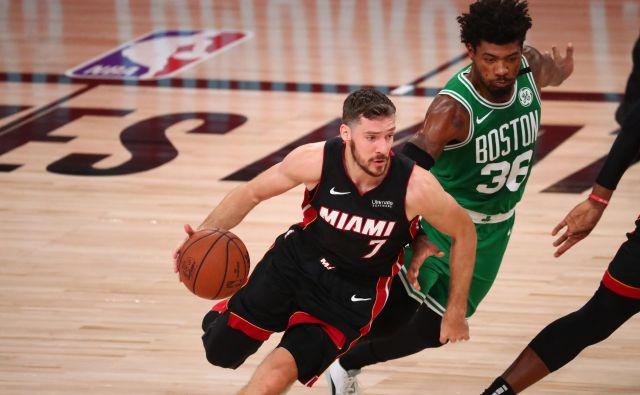 Goran Dragić je imel precej težav v dvobojih z Marcusom Smartom (desno). FOTO: Kim Klement/USA Today Sports