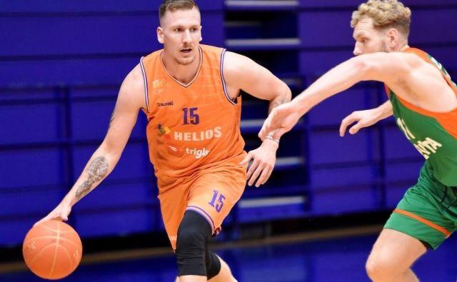 Gregor Hrovat (levo) je pred dnevi odigral za Domžalčane pripravljalno tekmo s Cedevito Olimpijo, a se hitro poslovil. FOTO: Helios Suns