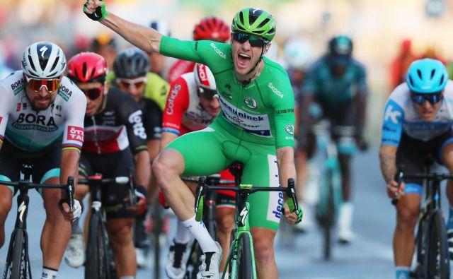 Zelena majica Sam Bennett je prvi v zadnji etapi Toura. FOTO: Thibault Camus