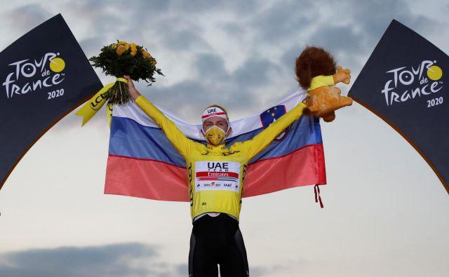 Trenutek za večnost. Slovenec Tadej Pogačar je zmagovalec dirke po Franciji. FOTO: Stephane Mahe/Reuters