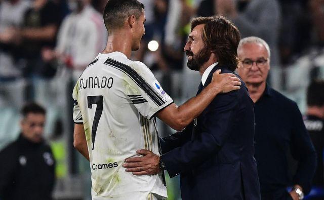 Pretekli vikend se je začela nova sezona italijanske nogometne lige. V nedeljo je pod vodstvom novega trenerja Andrea Pirla na domačem igrišču odigral svojo prvo letošnjo tekmo italijanski prvak Juventus. Proti Sampdorii je stara dama suvereno zmagala s 3:0. Eden od treh golov je zabil tudi Cristiano Ronaldo. FOTO: Miguel Medina/Afp