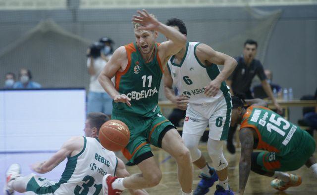 Košarkarji Cedevite Olimpije in Krke so v superpokalu že opravili prvo uradno obveznost v novi sezoni. FOTO: Blaž Samec