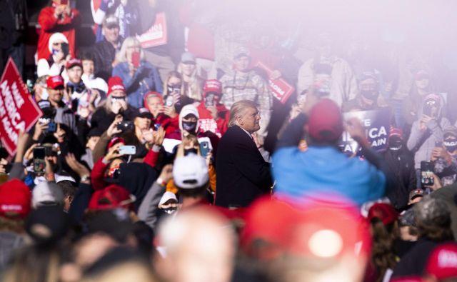 Predsednik Donald Trump med podporniki v Minnesoti. Foto Stephen Maturen/AFP