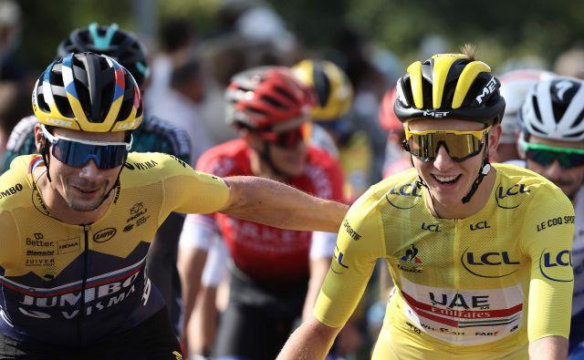 Primož Roglič (levo) in Tadej Pogačar sta bila na Touru velika tekmeca, v reprezentanci pa bosta združila moči. FOTO: Kenzo Tribouillard/AFP