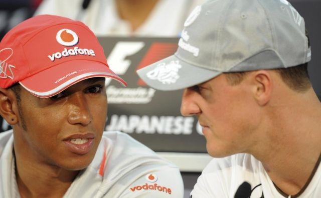 Lewis Hamilton (levo) si na začetku svoje kariere v formuli 1 niti v sanjah ni upal pomisliti, da bo kdaj ujel Michaela Schumacherja. FOTO: Reuters