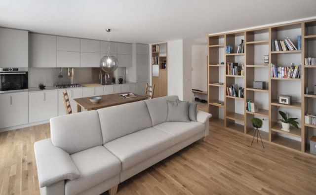 Interier stanovanja je zasnovala arhitektka Meta Kutin iz biroja mKutin arhitektura. Foto Janez Marolt