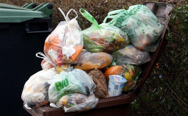 Eden izmed ciljev trajnodstnega razvoja v EU je zmanjšanje količine odpadne hrane na prebivalca v prodaji na drobno in pri potrošnikih za polovico ter zmanjšanje izgube hrane ob celotni dobavni verigi do leta 2030. FOTO: Igor Modic