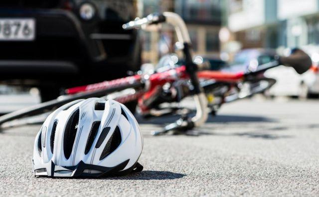 Če ima neprevidni voznik registrirano vozilo in sklenjeno zavarovanje avtomobilske odgovornosti, bo za vaše kolo, dres, čelado in seveda izpad dohodka zaradi vaše odsotnosti z dela plačala zavarovalnica neprevidnega voznika. FOTO: Shutterstock