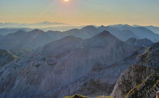 Z Batognice prek Bohinjsko-tolminskega grebena in še dlje FOTO: Jakob J. Kenda