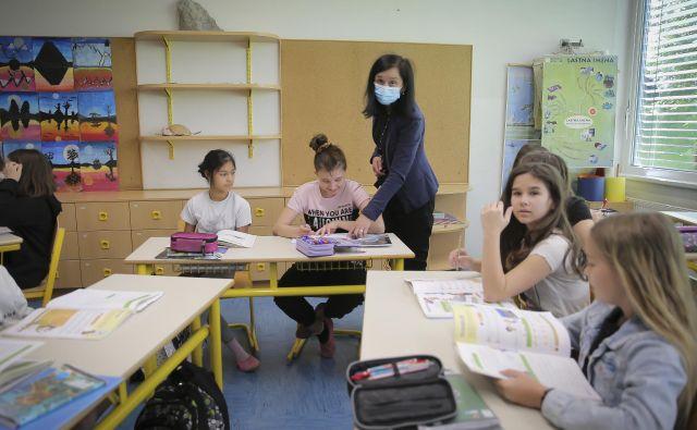 Po podatkih za današnji dan je med zaposlenimi v vrtcih okuženih deset, med zaposlenimi v osnovnih šolah 47, še devet pa je zaposlenih v srednjih šolah. FOTO: Jože Suhadolnik/Delo