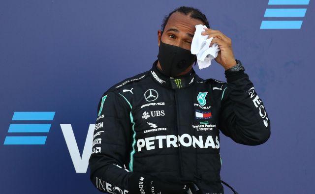 Lewis Hamilton se bo še malce prepotil, preden bo ujel legendarnega Michaela Schumacherja. FOTO: Bryn Lennon/AFP