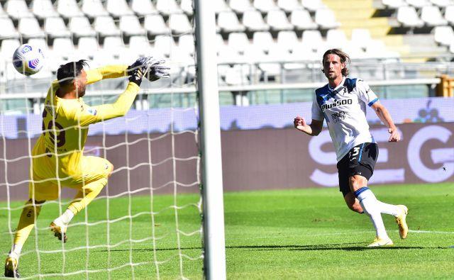 Nizozemec Hans Hateboer je proti Torinu zabil tretji gol za moštvo iz Bergama. FOTO: Massimo Pinca/Reuters