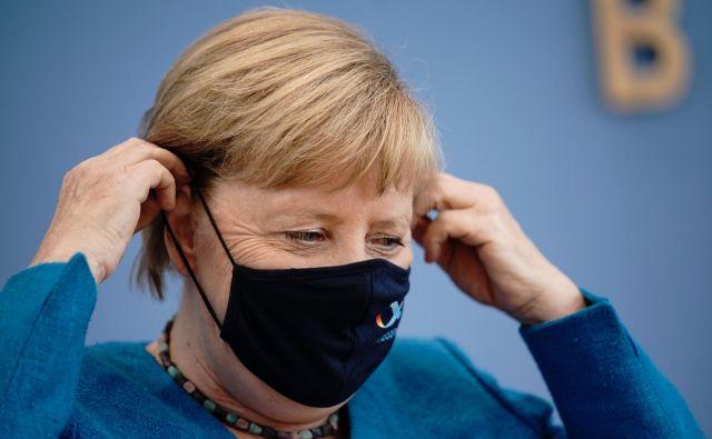 Kanclerka Angela Merkel ne bo dovolina, da bi primer Navalni utonil v pozabo. FOTO: Michael Kappeler/ Afp
