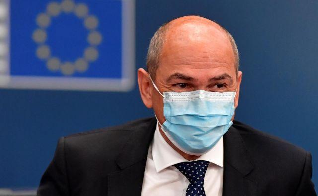 Janez Janša je govoril o tem, zakaj danes kljub večjemu številu potrjenih okužb z novim koronavirusom ni tako ostrih ukrepov kot spomladi, v prvem valu epidemije. FOTO: Reuters