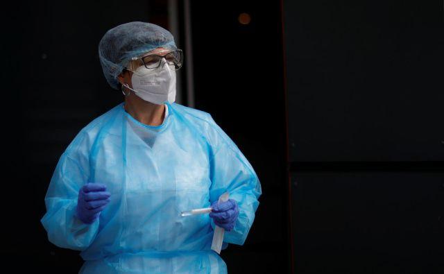 Strokovna skupina kljub naraščanju okužb ni predlagala novih ukrepov. FOTO: Stephane Mahe/Reuters