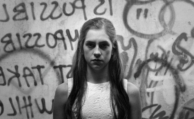 Anja Novak v naslovni vlogi igranega dokumentarca <em>Antigona – Kako si upamo! </em>v režiji Janija Severja Foto arhiv FSF