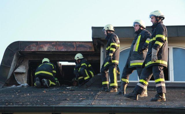 Občine med drugim plačujejo tudi zavarovanje prostovoljnih gasilcev. Tovrstnih stroškov po novem zakonu naj ne bi več imele. (Fotografija je simbolična.) FOTO: Špela Ankele