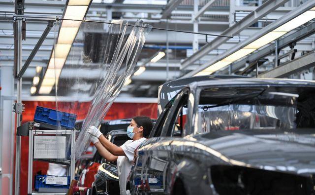 Razpoloženje v nemški avtomobilski industriji se le počasi popravlja.<br /> FOTO: Andreas Gebert/Reuters