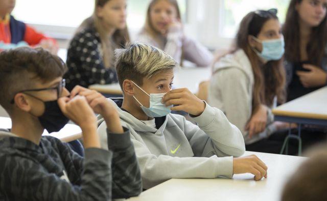 Nošenje mask ne bo več obvezno v razredih med poukom. FOTO: Jure Eržen/Delo