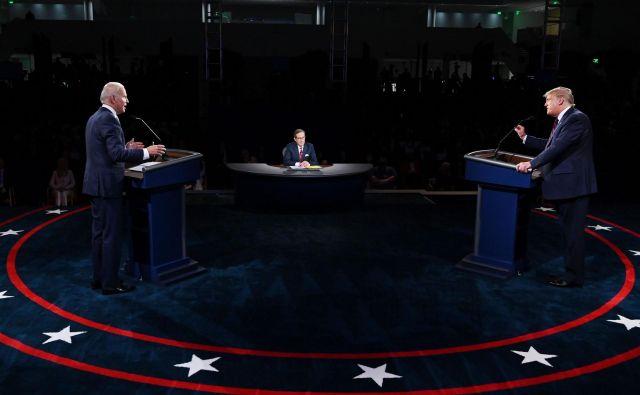 Donald Trump in Joe Biden se bosta soočila še dvakrat. FOTO: Olivier Douliery/Afp