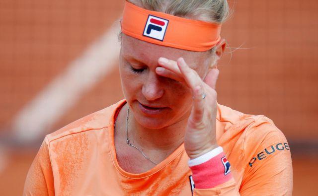 Kiki Bertens je v bolečinah zapuščala igrišče. FOTO: Charles Platiau/Reuters