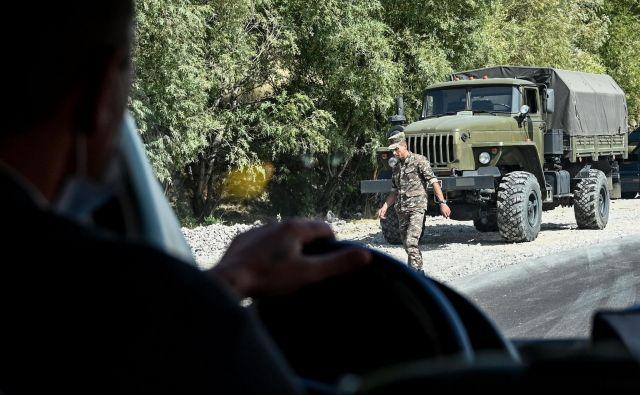 Razmere med med Armenijo in Azerbajdžanom se še naprej zaostrujejo. FOTO: AFP