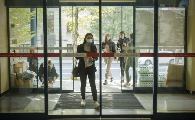 Do torka se je v visokošolske zavode vpisalo okoli 60.600 študentov, od tega 13.400 novincev. FOTO: Jure Eržen/Delo