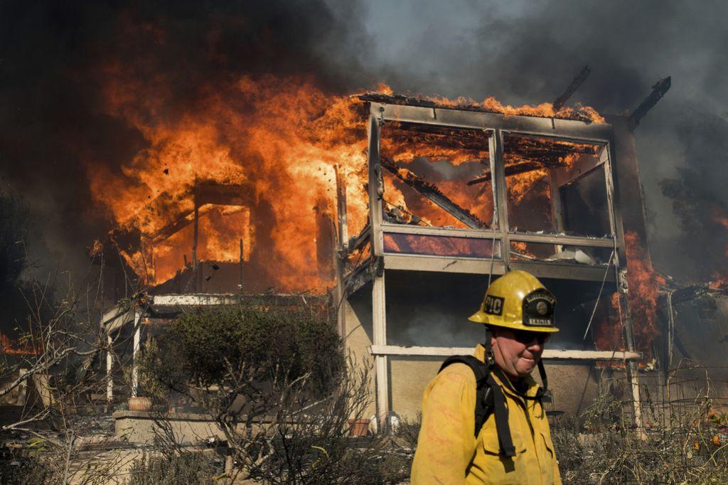 Požari v Kaliforniji na pragu domov bogatašev v Bel Airu