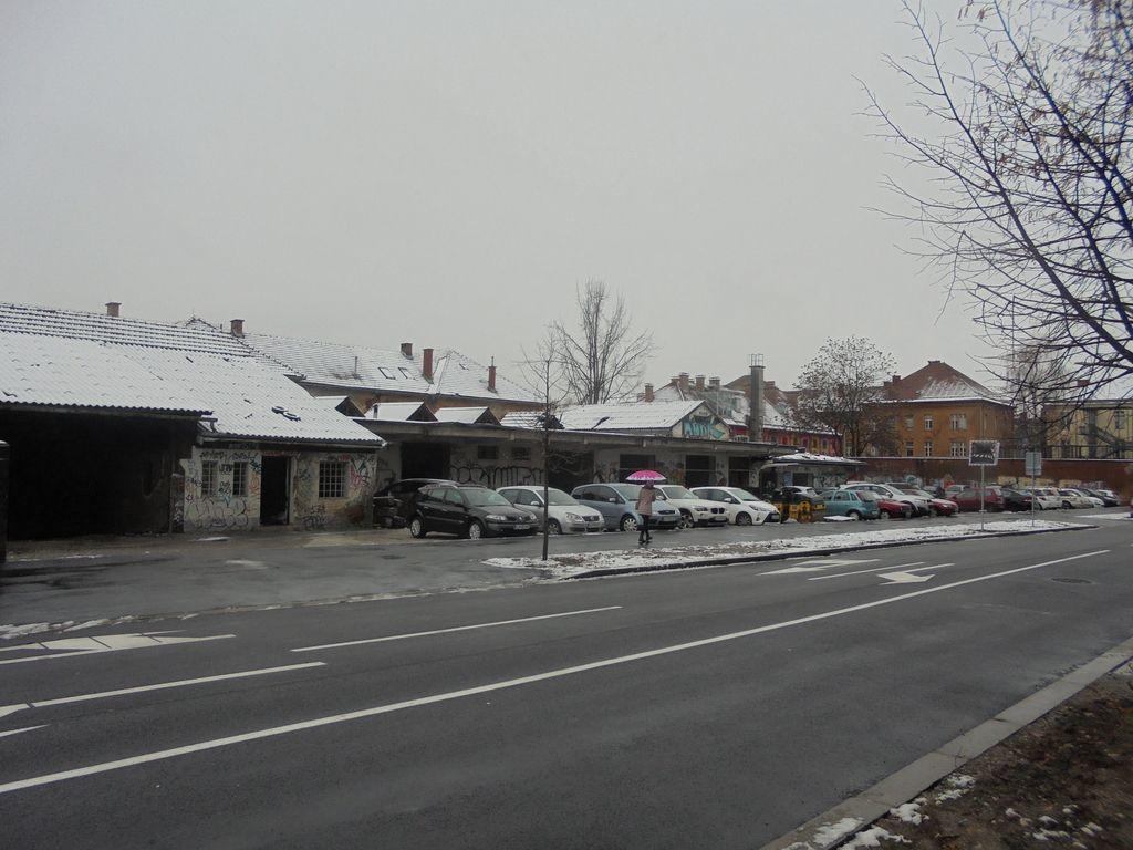 Novo začasno parkirišče ob Metelkovi