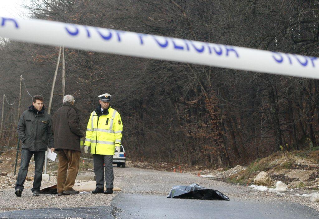 V čelnem trčenju na cesti Slivnica-Hoče umrl 58-letni voznik