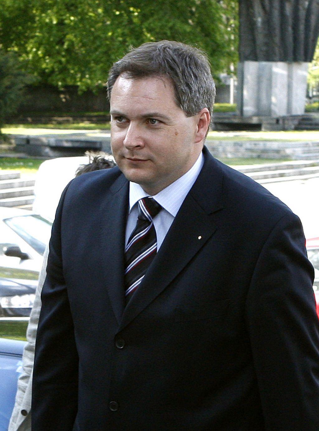 Minister Dejan Židan je že zavihal rokave