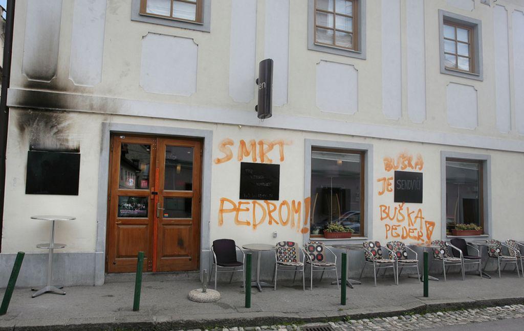 Z grafiti nad gejevsko skupnost in sodnico