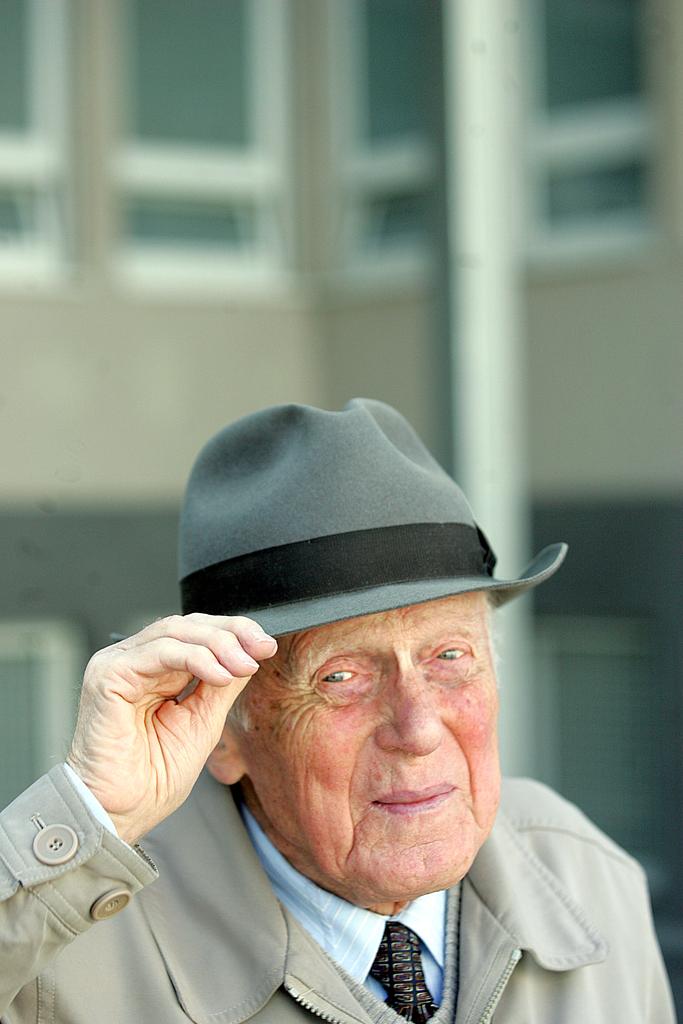 O njem v Delovem intervjuju, aprila 2011, vir: delo.si
