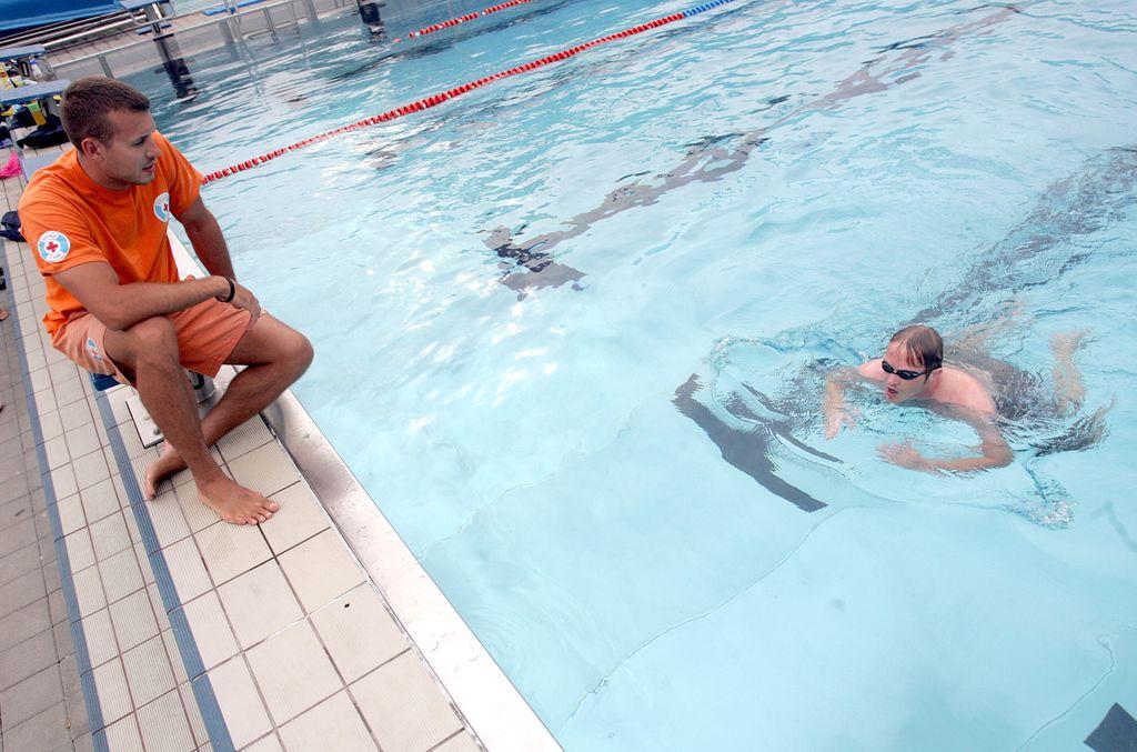 Poleti na bazenu, pozimi po svetu
