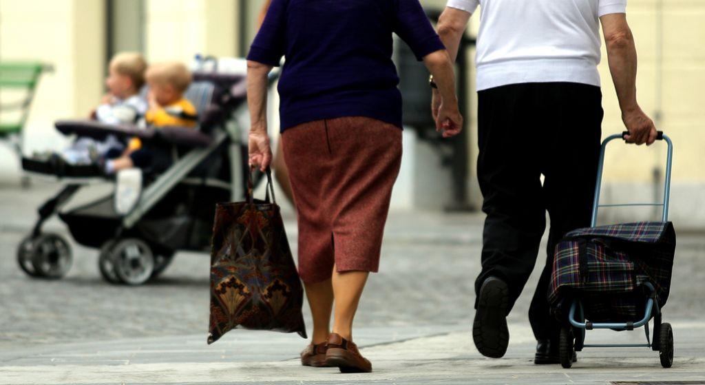 Upokojencem s pokojninami do 518 evrov poln dodatek