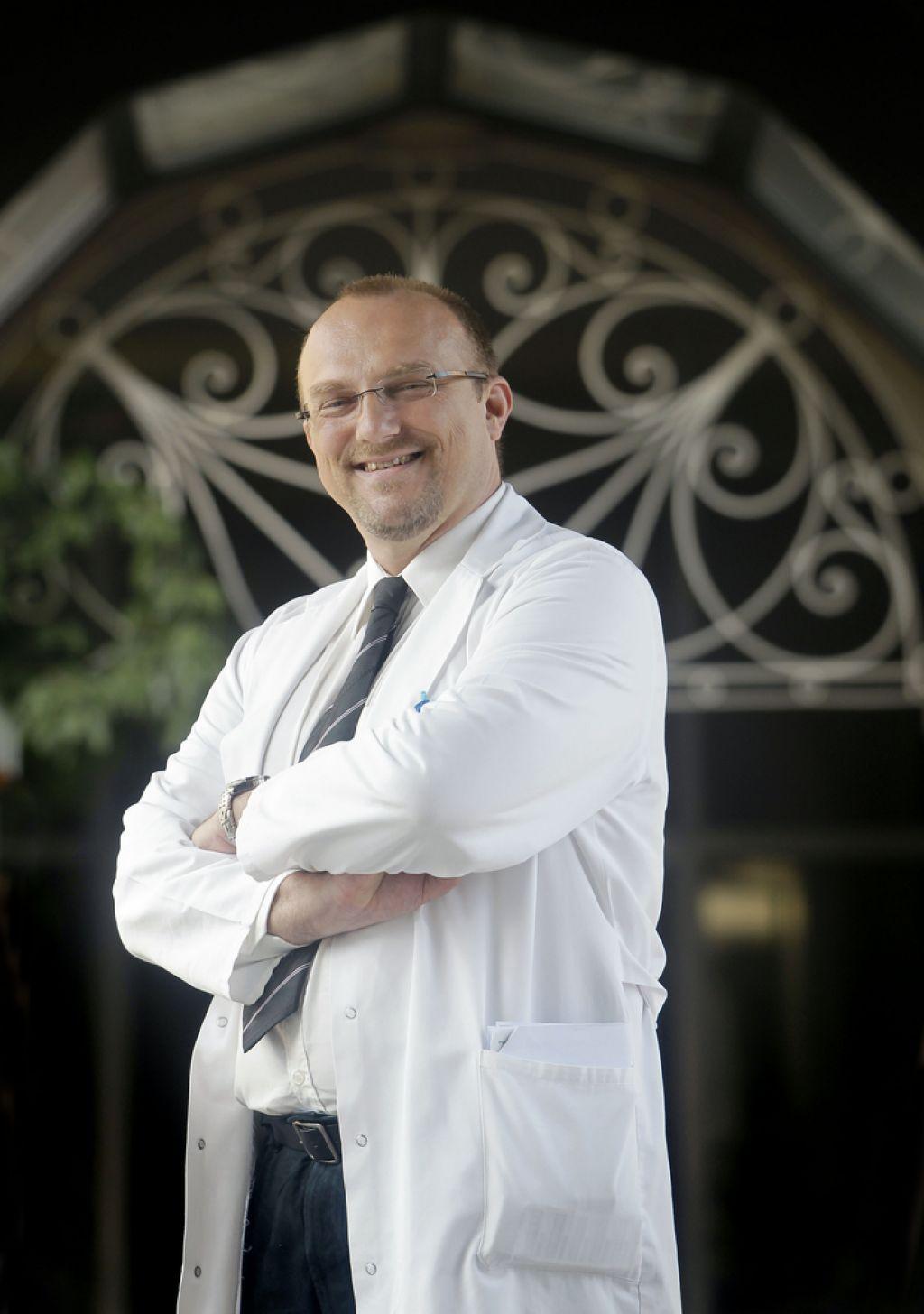Dr. Meglič: Kirurg se ne more odpovedati niti, s katero šiva