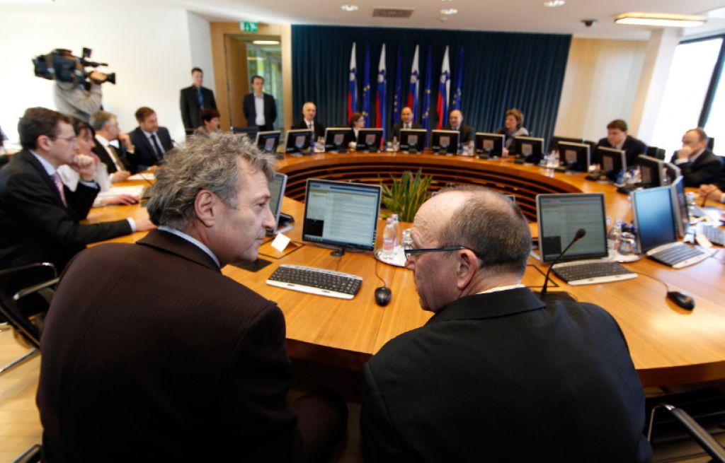 Tožilci do 1. aprila pod pravosodnim ministrstvom