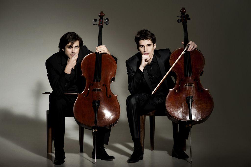 2 Cellos: Violončelo? Pri U2 ženska, pri Smooth Criminal moški