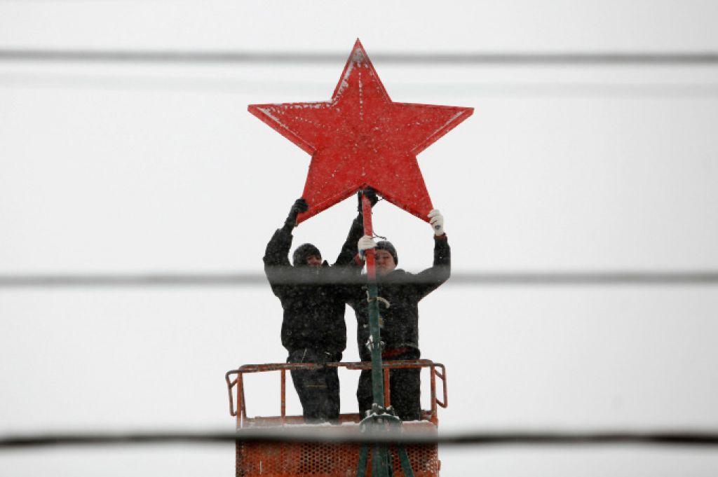 Nosilcu rdeče zvezde 4000 evrov odškodnine
