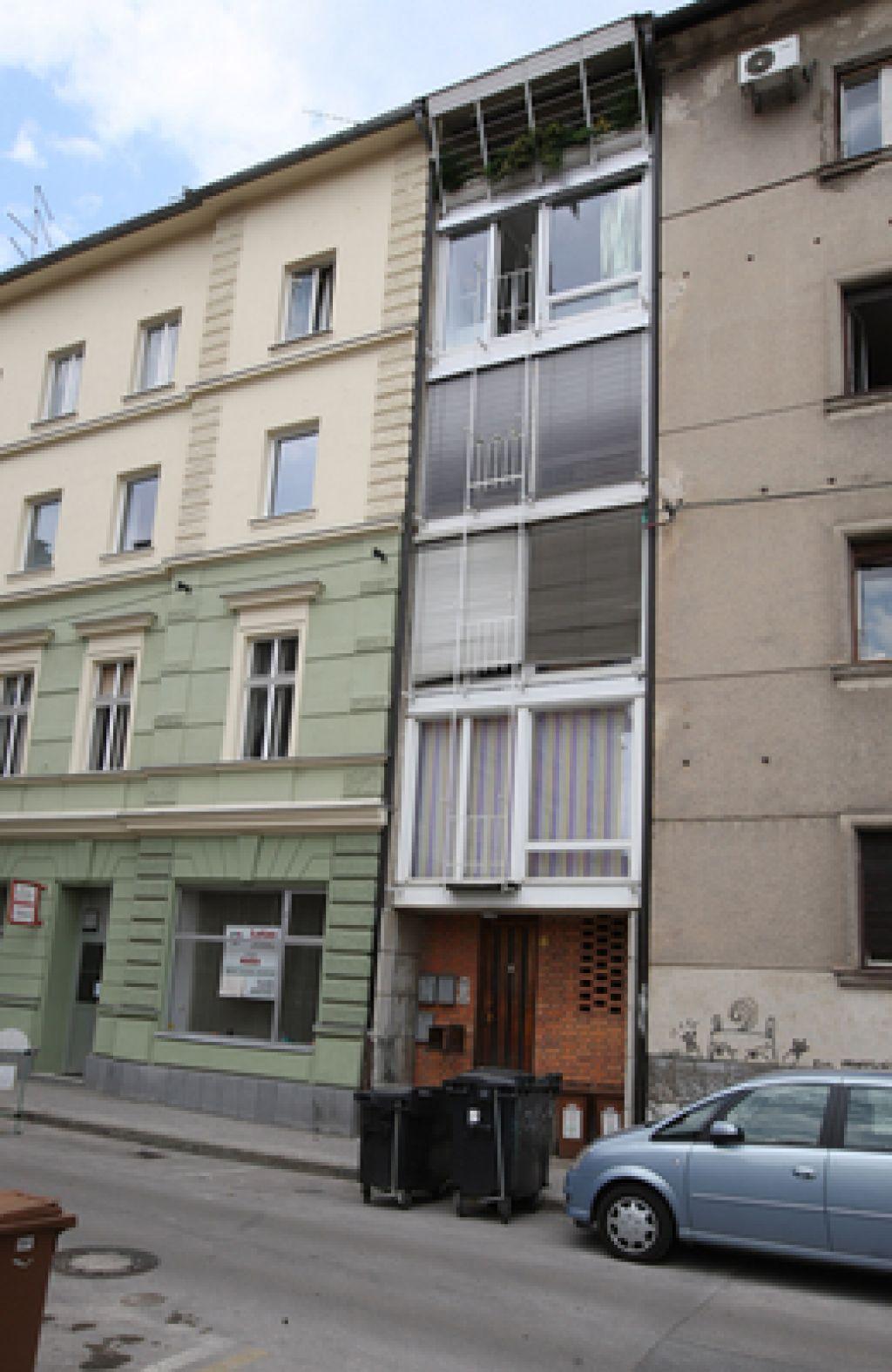 Poizvedovanje novinarke preprečilo prodajo stanovanja za 8000 evrov?