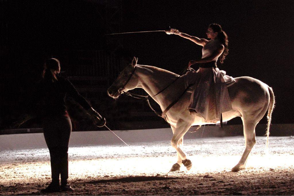 Konji in ljudje ali kentavri?