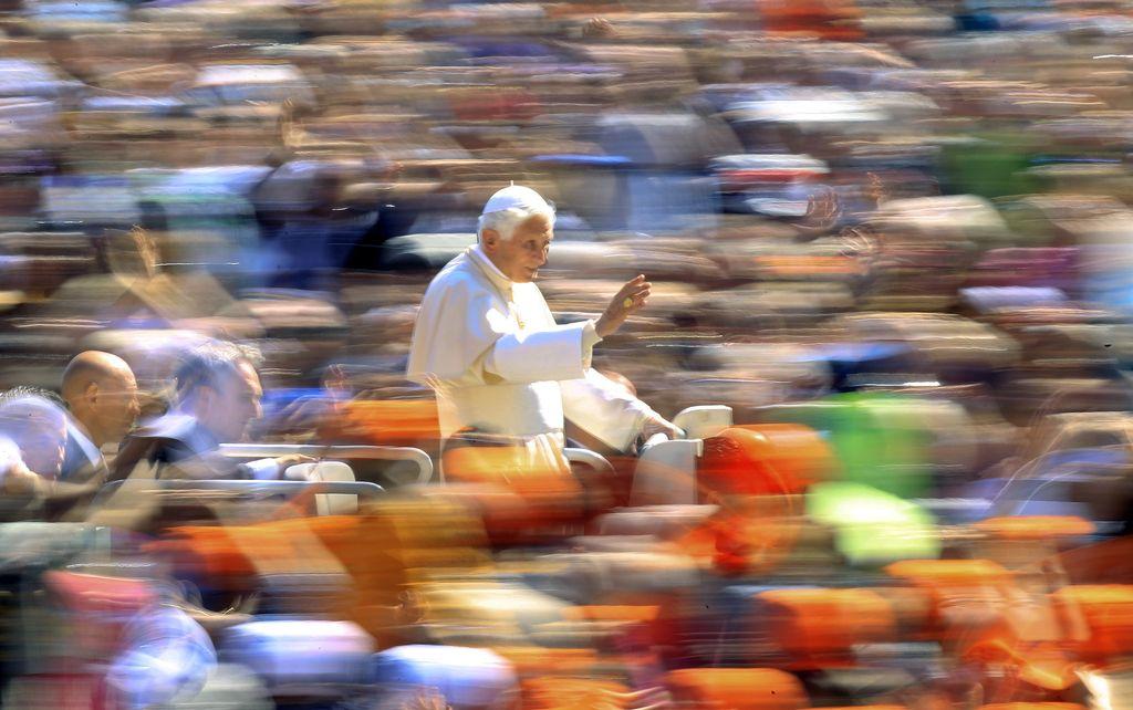 Za zidovi Vatikana: za doktrino vere bo spet skrbel Nemec