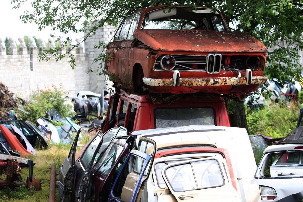 Izrabljena vozila: večina izgine neznano kam, še najmanj jih konča v razgradnji