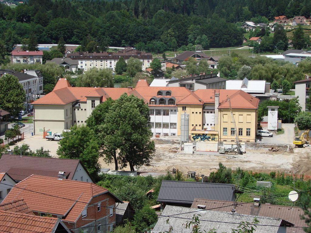 Arheologi prekinili gradnjo šole v Litiji