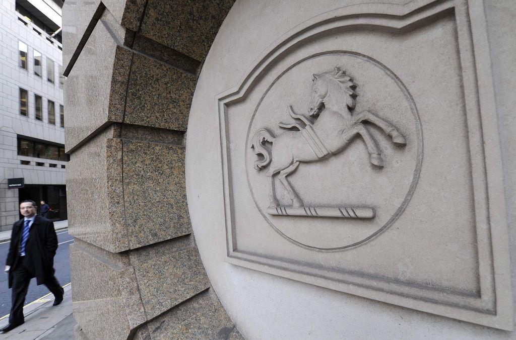 Lloyds prodaja 632 poslovalnic