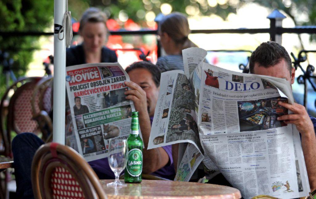 Janša časopisov ne bere, drugi jih pa še