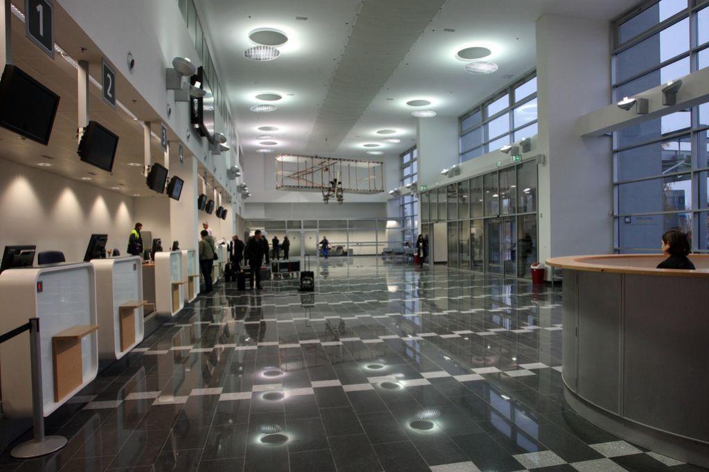 Na mariborskem letališču odprli novi potniški terminal