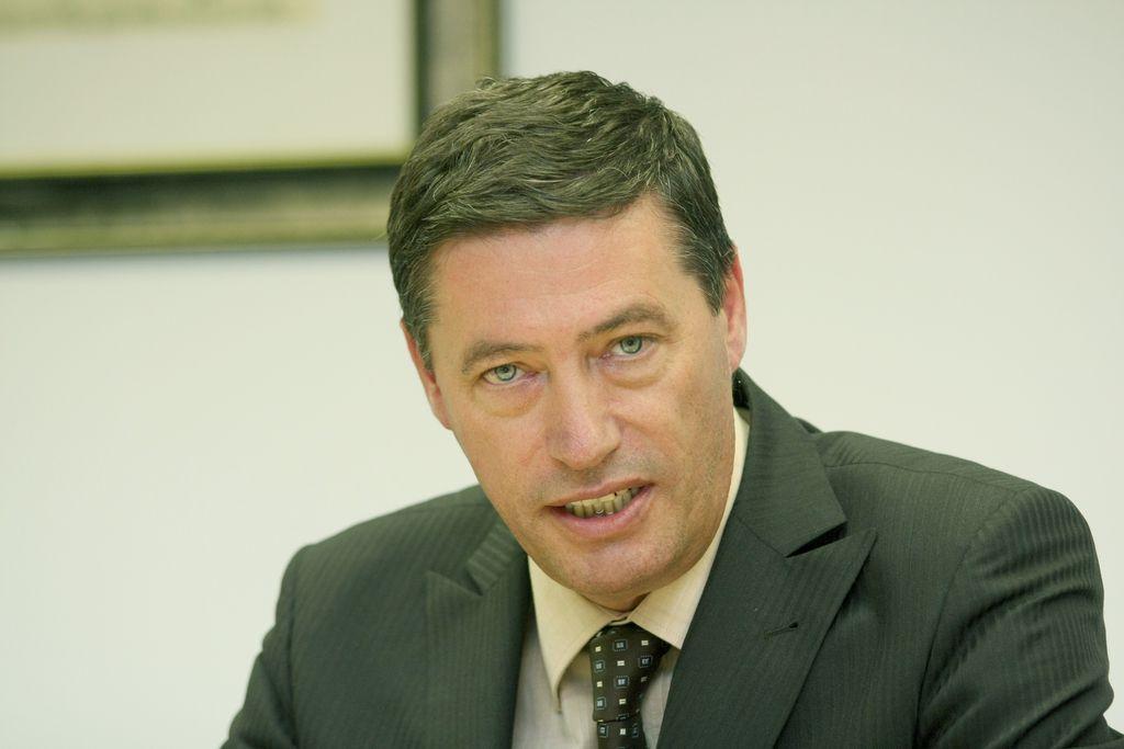 Vlada bo združila carinsko in davčno službo