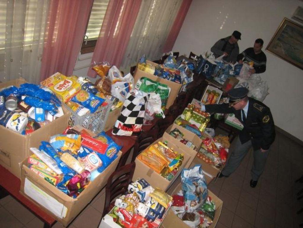 Policisti in vojaki zbrali več kot deset ton hrane