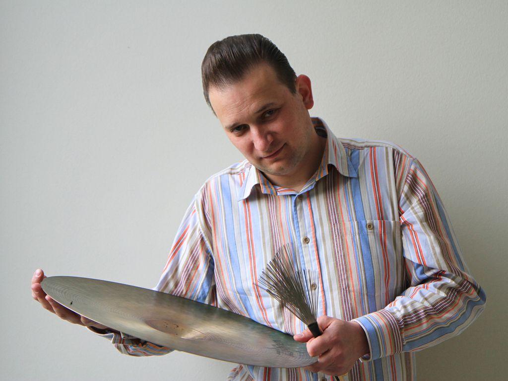 Bobnar Gašper Bertoncelj: Zapri oči in poslušaj